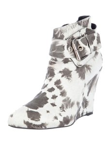 ElyseWalker Los Angeles Designer Fall light grey suede Boots