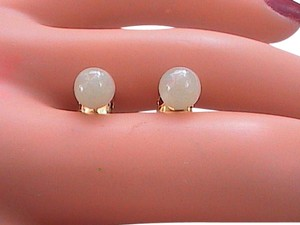 14k Yellow Gold Apple Green Jade Stud Pierced Earrings