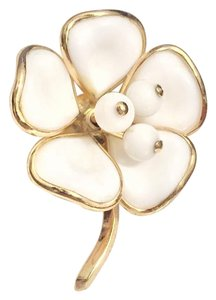 Trifari Crown Trifari White Flower Glass Brooch Pin