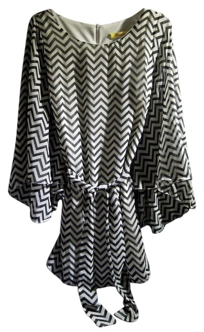 Item - Black & White #d921 Bell Sleeve Stripe Above Knee Night Out Dress Size 12 (L)