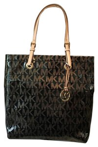 MICHAEL Michael Kors Tote in Black And Gold