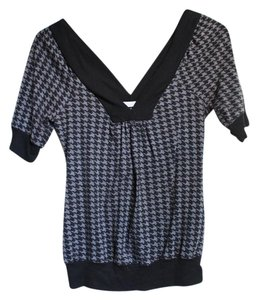 Charlotte Russe V-neck Houndstooth 3/4 Sleeve Sweater