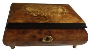A Gargiulo and Janunuzzi Wood Musical Jewelry box