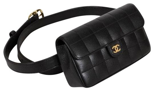Preload https://img-static.tradesy.com/item/19378170/chanel-classic-flap-vintage-square-fanny-pack-black-lambskin-leather-cross-body-bag-0-5-540-540.jpg