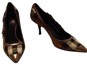 Burberry London Peweter& beige Pumps