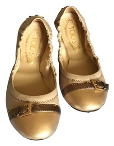 Tod's Beige with gold tone Flats