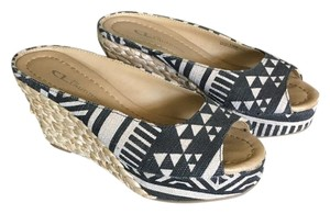 CL by Chinese Laundry Black/Beige Maya Print Sandals