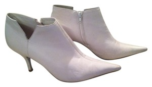 Jessica Simpson Soft Leather Low Heel Zippered Sides Easy On/off Adorable white Boots