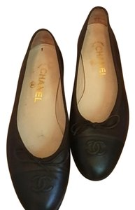 Chanel Brown/Black Tip Flats