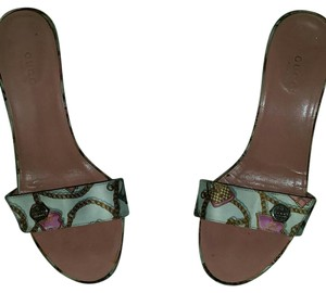 Gucci Vintage White with gucci designs and pink insoles Sandals