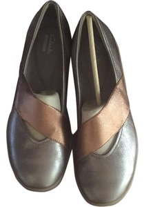 Clarks Grey metallic Flats
