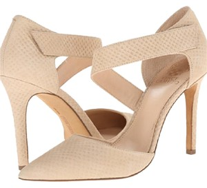 Vince Camuto light nude Pumps