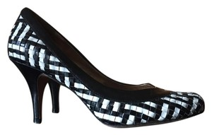 Arturo Chiang Vintage Heels Comfortable Heels Black and White Pumps