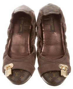 Louis Vuitton Hardware Lv Round Toe Brown, Gold Flats