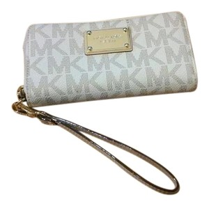 Michael Kors Gently Used Wristlet in Vanilla