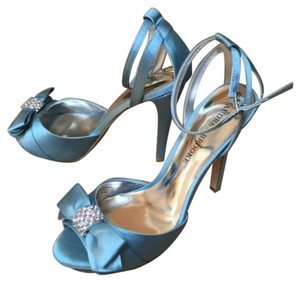 Audrey Brooke Green, blue Pumps