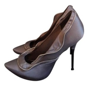 Report Signature grey Pumps