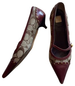Coach Maroon & brown logo print Pumps