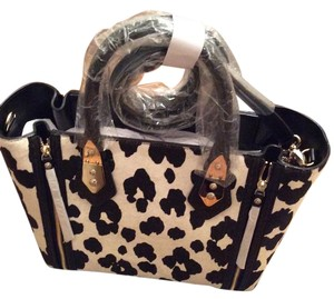 Henri Bendel Handles Strap Tote in Black and White