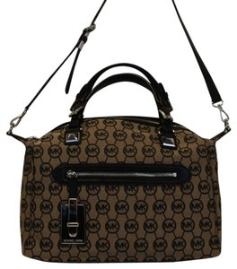 Michael Kors Satchel in Black/Beige/MK Logo Calista