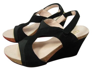 Taryn Rose Suede Wedge black Sandals