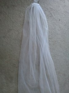 Silver Hair Comb With Lonbg Veil