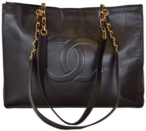 Chanel Lambskin Shoulder Tote in Black