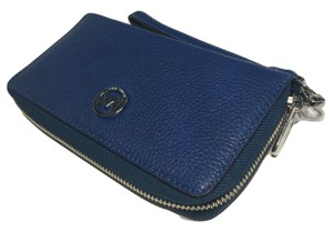 Michael Kors NWT MICHAEL KORS LEATHER FULTON LG FLAT MF PHONE WRISTLET/WALLET BLUE