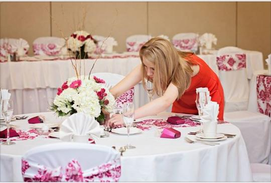 Fuchsia and White 15 Table Runner (Flocking) / Other