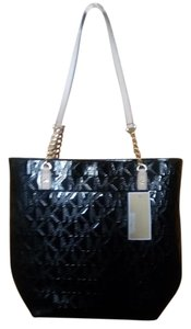 Michael Kors Mk Signature Patent Leather Jet Set Chain Embossed Tote in BLACK