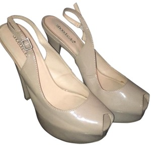 ShoeDazzle Beige Pumps