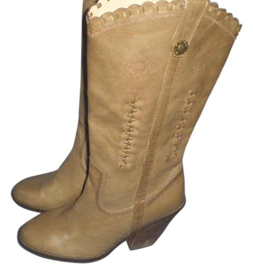 Preload https://img-static.tradesy.com/item/19415463/very-volatile-beige-rosewell-leather-bootsbooties-size-us-9-regular-m-b-0-1-540-540.jpg