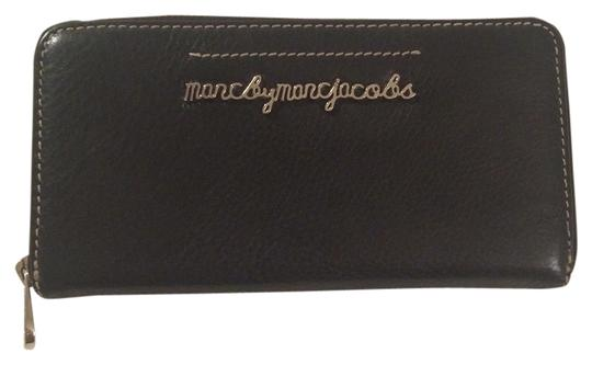 Preload https://item5.tradesy.com/images/marc-by-marc-jacobs-black-softy-zip-around-wallet-1941614-0-0.jpg?width=440&height=440