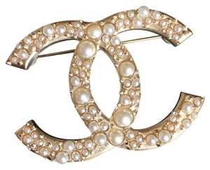 Chanel Chanel Classic Large Pearls Gold Metal Brooch Pin