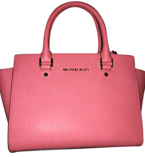 Preload https://img-static.tradesy.com/item/19416947/michael-kors-selma-pinkgrapefruit-leather-satchel-0-4-540-540.jpg
