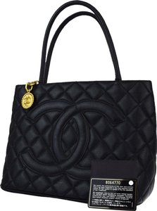 Chanel Tote in Black Madellion
