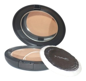 MAC Cosmetics MAC NW35 Studio Finish Pressed Powder (DC)
