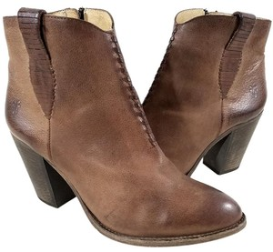 Frye Style #71240 Ankle Boot Taupe Boots