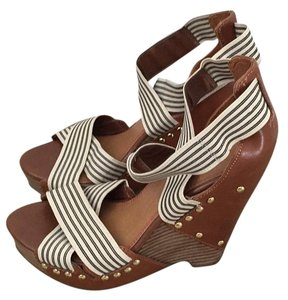 Giani Bernini Brown Wedges