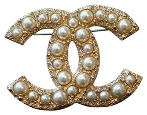 Chanel Chanel Classic Large CC Logo Pearl Gold Metal Brooch Pin 2