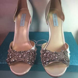 Betsey Johnson Wedding white Pumps