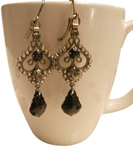 Belks Vintage Black Dangle Earrings, They dangle 2 inches. Look New!