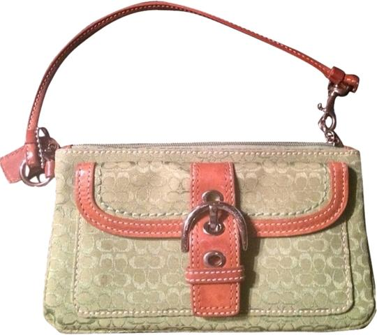 Preload https://item4.tradesy.com/images/coach-wristlet-green-1943048-0-0.jpg?width=440&height=440