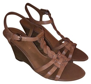 Franco Sarto Comfortable Classic Strappy Leather Tan Wedges