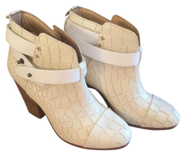Item - Ivory And Boots/Booties Size US 5 Regular (M, B)