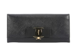 Salvatore Ferragamo Black Crosshatched Leather Bow Detail Continental Wallet