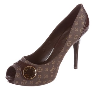 Louis Vuitton Patent Leather Monogram Lv Brown, Gold Pumps