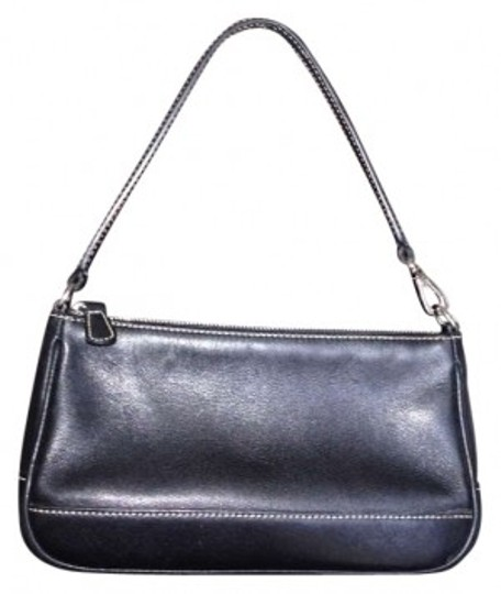 Preload https://item1.tradesy.com/images/coach-black-leather-shoulder-bag-194350-0-0.jpg?width=440&height=440