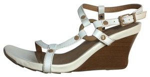 Kenneth Cole Casual Reaction White Wedges