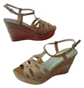 Guess Neutral Wedges